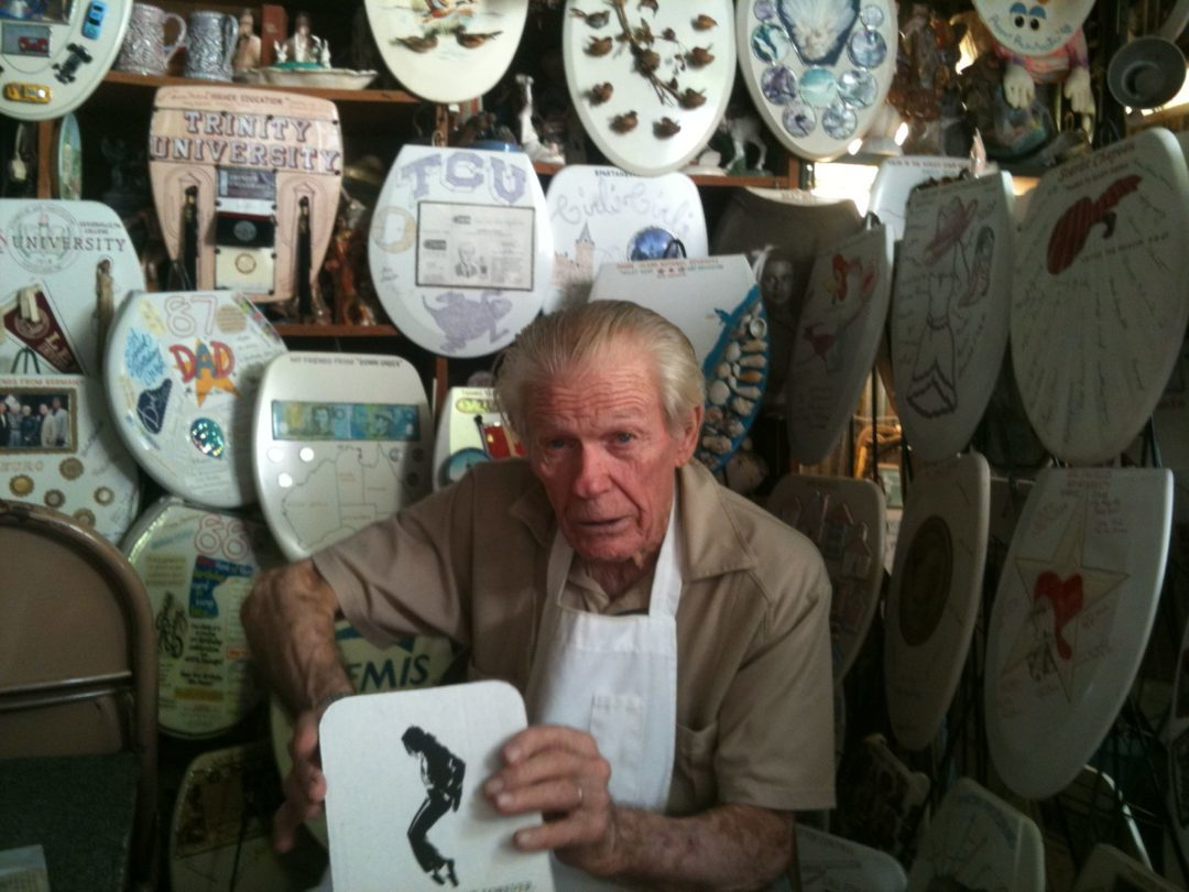 Qué Pasa: Toilet Seat Museum and Barney Smith