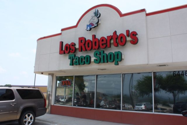 Los Robertos Outside